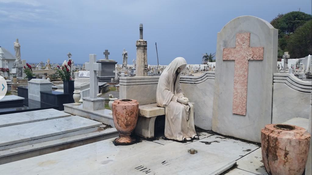 Lifesize memorial at Santa Maria Magdalena de Pazzis Cemetery, Puerto Rico