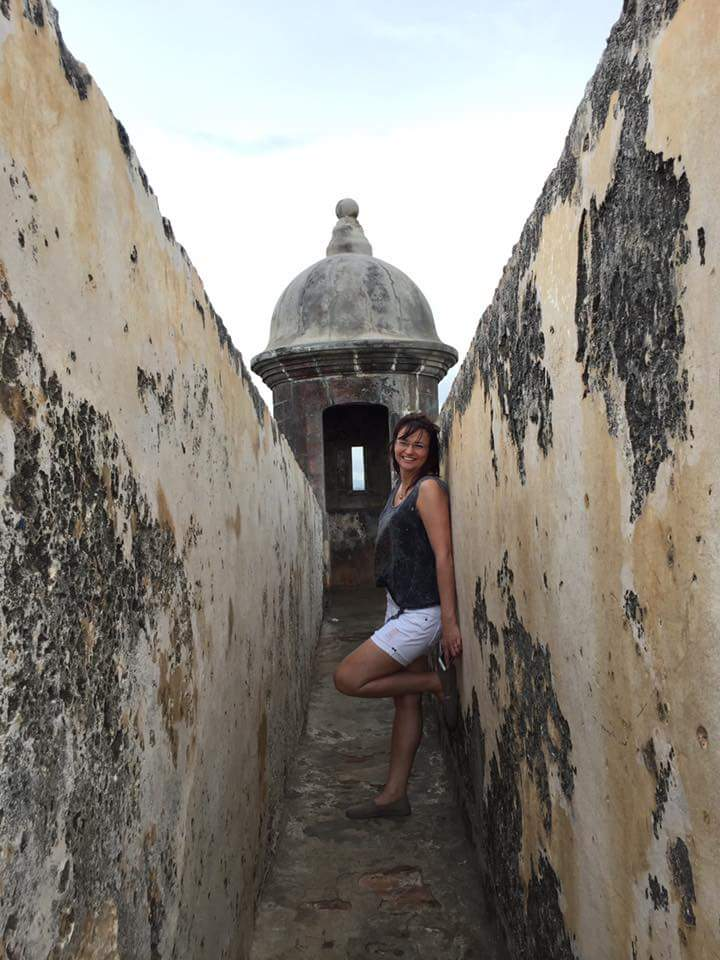 Marcy posing in front of a gratis, Castillo San Felipe del Morro, Puerto Rico